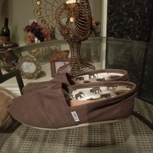 Toms shoes brown